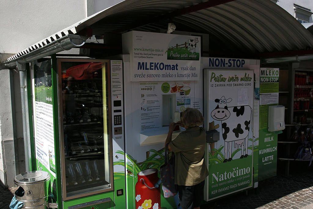 Automatic milk dispenser