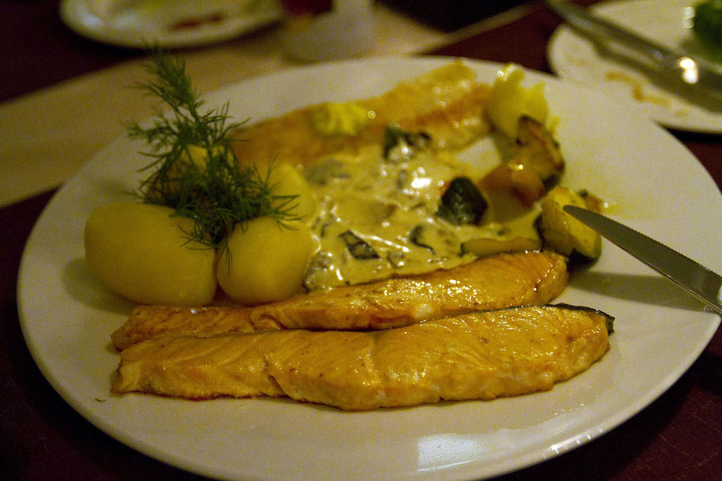Lake Inari whitefish, salmon, potatoes with dill and a creamy mushroom sauce