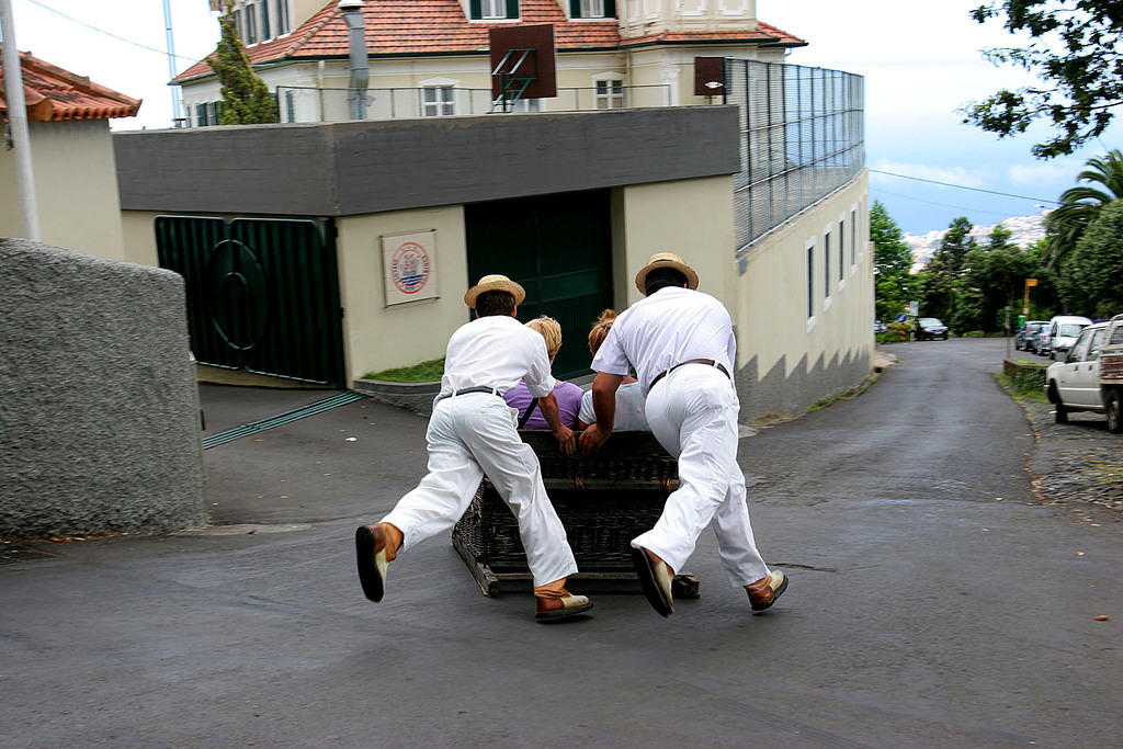 Toboggan rides to Funchal from Monte